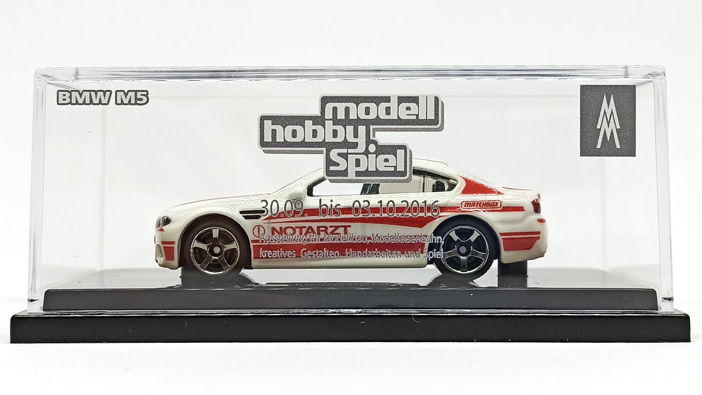 "Matchbox BMW M5 Police 2016 Toy Fair ""Modell Hobby Spiel"" Leipzig white MBX Notarzt side acryl display case"