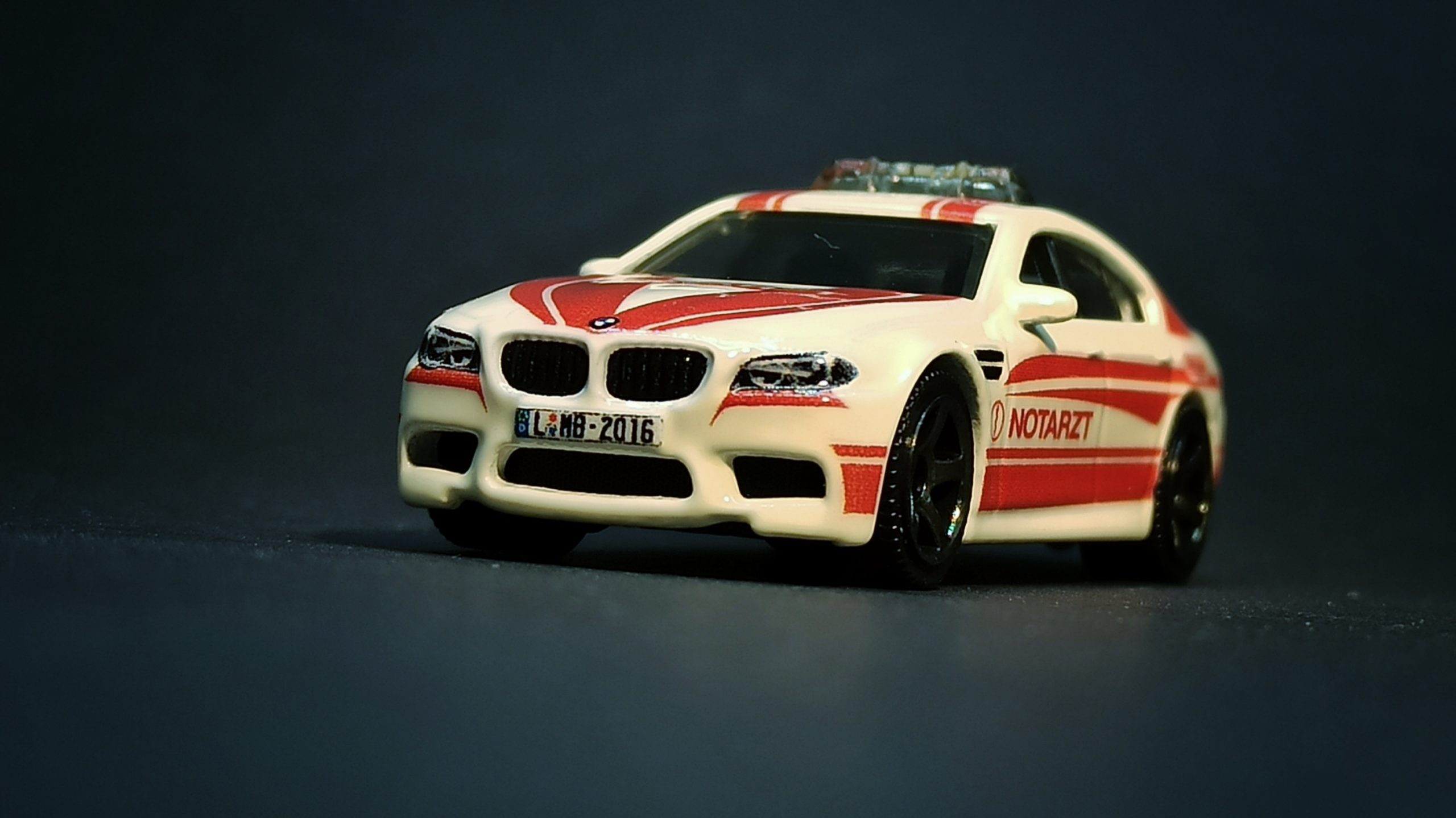 """Matchbox BMW M5 Police 2016 Toy Fair """"Modell Hobby Spiel"""" Leipzig white MBX Notarzt front angle"""