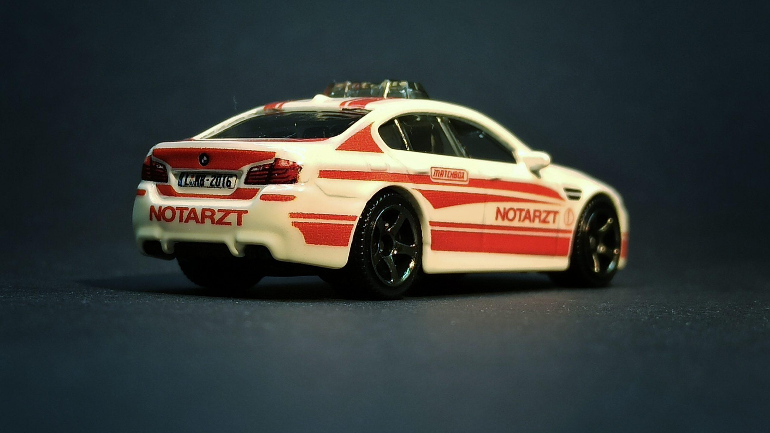 "Matchbox BMW M5 Police 2016 Toy Fair ""Modell Hobby Spiel"" Leipzig white MBX Notarzt side angle"