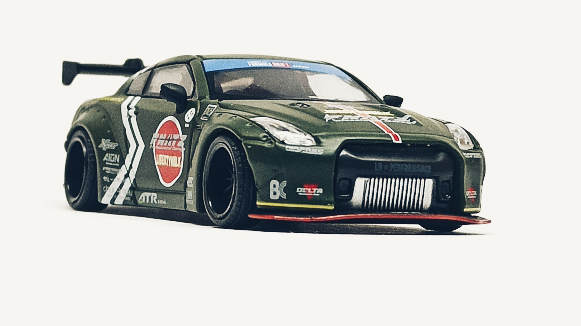 Mini GT Nissan GT-R (R35) (MGT00007-R) 2018 Liberty Walk LB★Works Type 1 Rear Wing ver 1 Zero Fighter Special (RHD) front angle