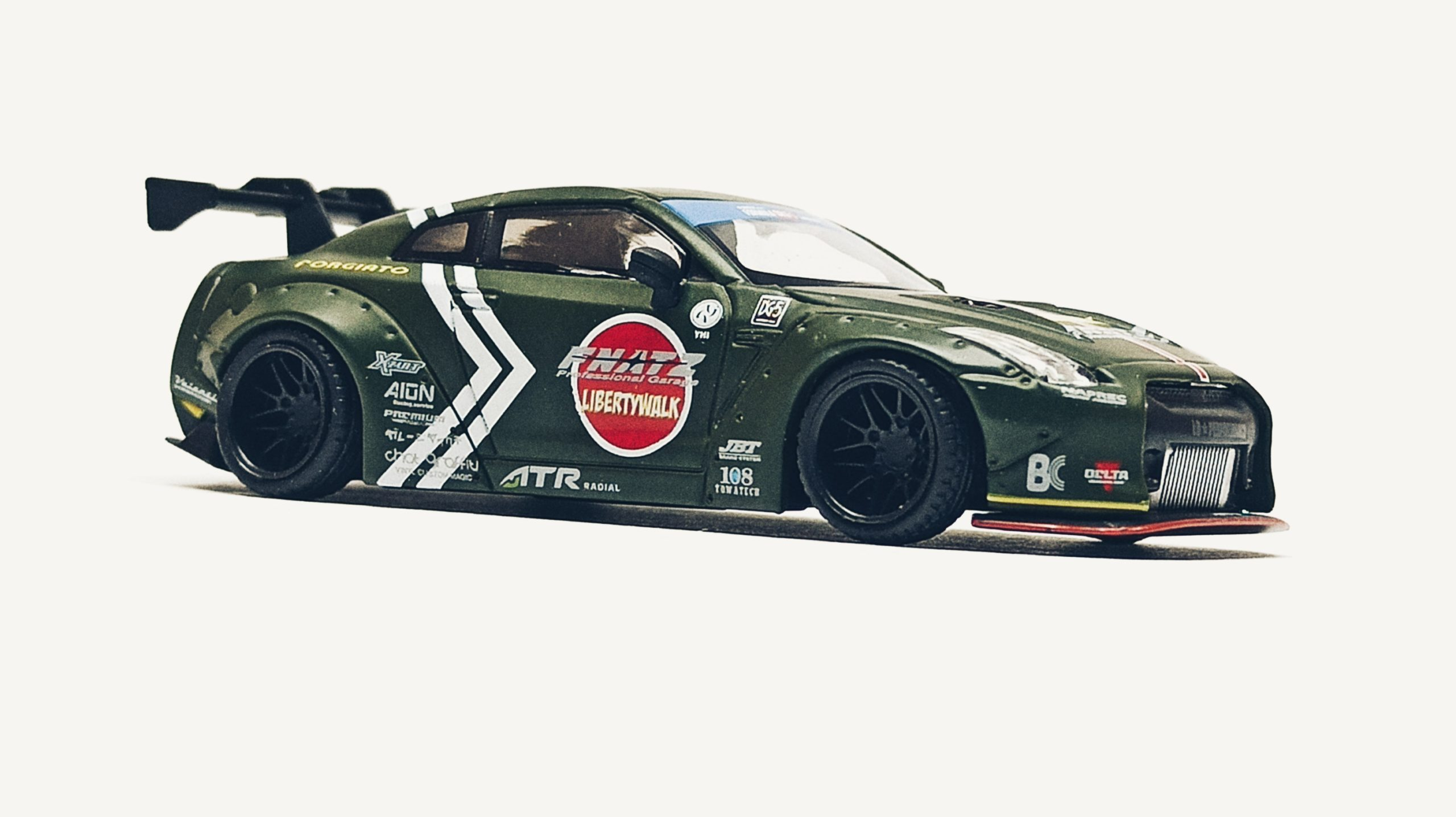 Mini GT Nissan GT-R (R35) (MGT00007-R) 2018 Liberty Walk LB★Works Type 1 Rear Wing ver 1 Zero Fighter Special (RHD) side angle