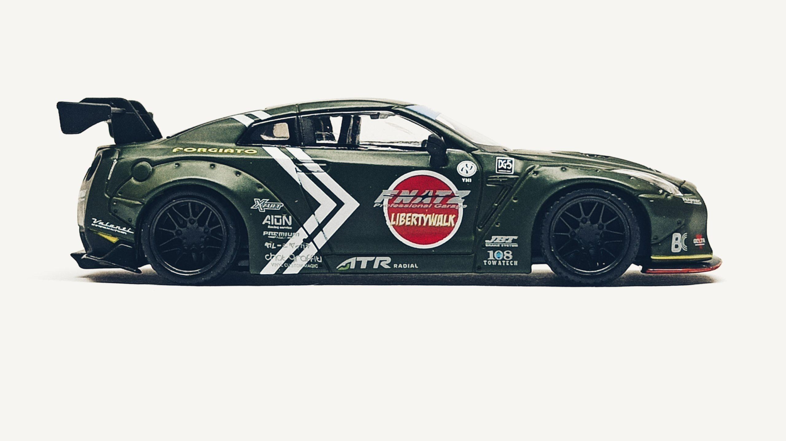 Mini GT Nissan GT-R (R35) (MGT00007-R) 2018 Liberty Walk LB★Works Type 1 Rear Wing ver 1 Zero Fighter Special (RHD) side