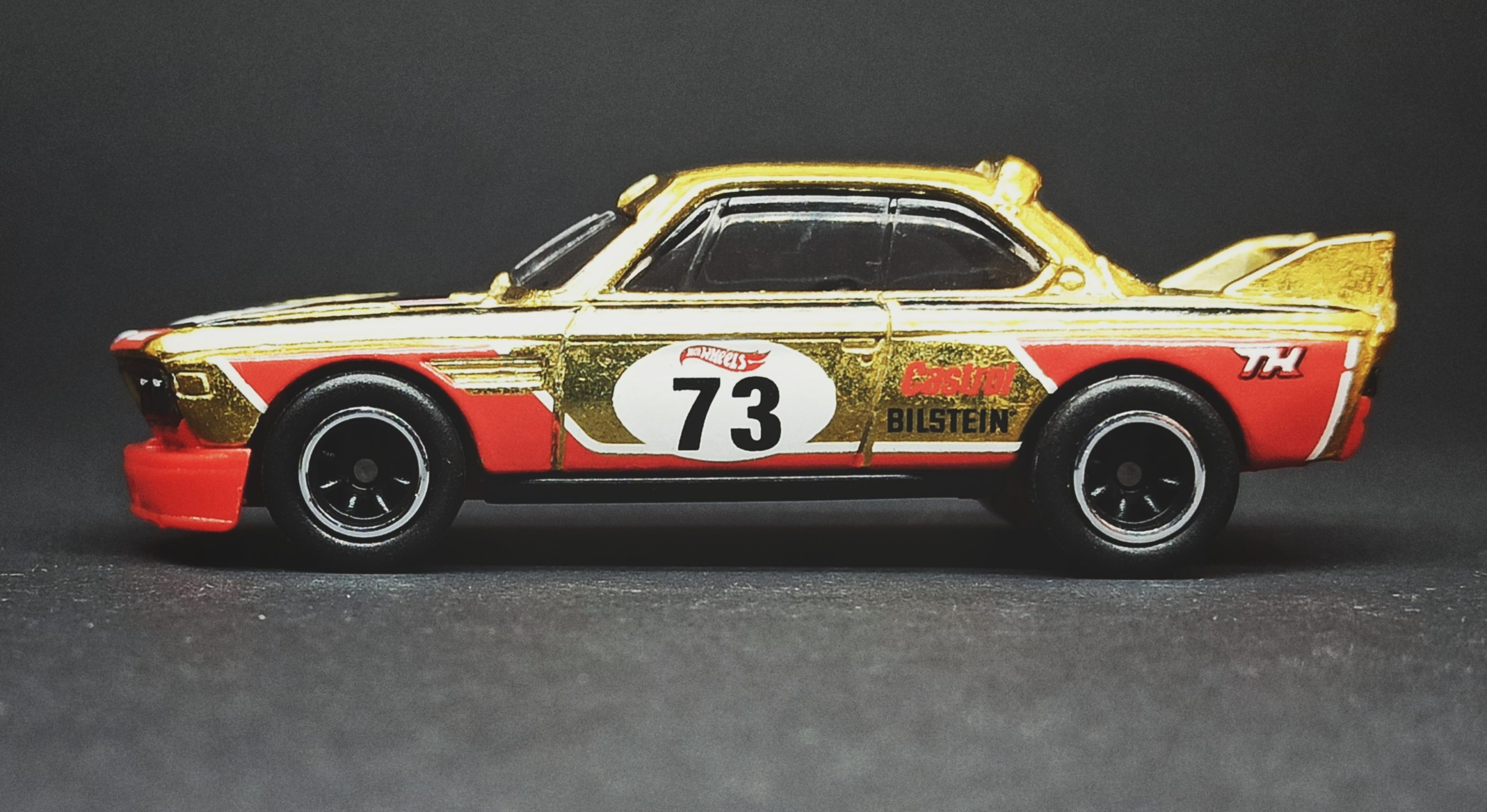 Hot Wheels '73 BMW 3.0 CSL Race Car (HCY20) 2022 (34/250) Retro Racers (2/10) spectraflame yellow (gold) Super Treasure Hunt (STH) side