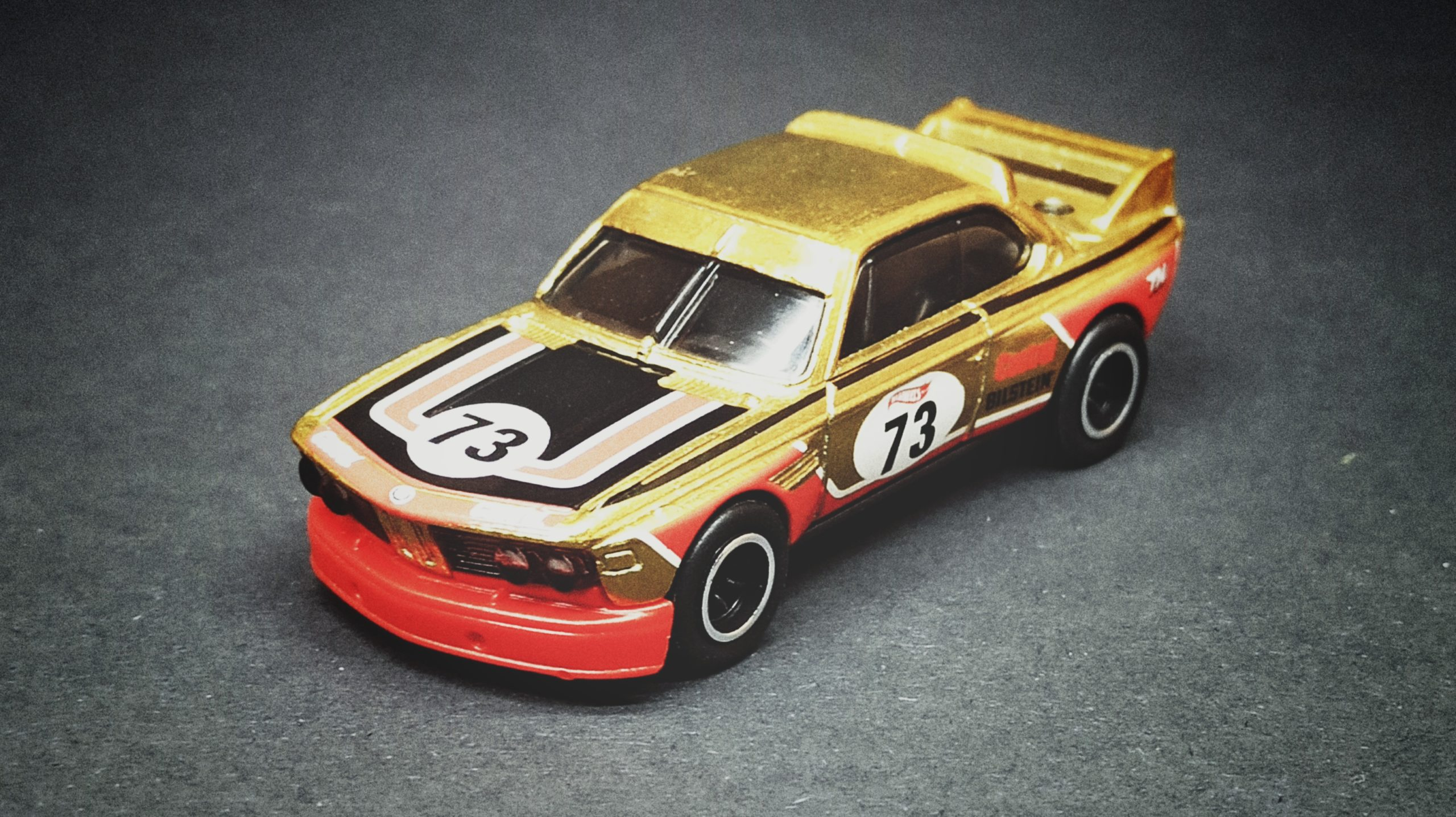 Hot Wheels '73 BMW 3.0 CSL Race Car (HCY20) 2022 (34/250) Retro Racers (2/10) spectraflame yellow (gold) Super Treasure Hunt (STH) top angle
