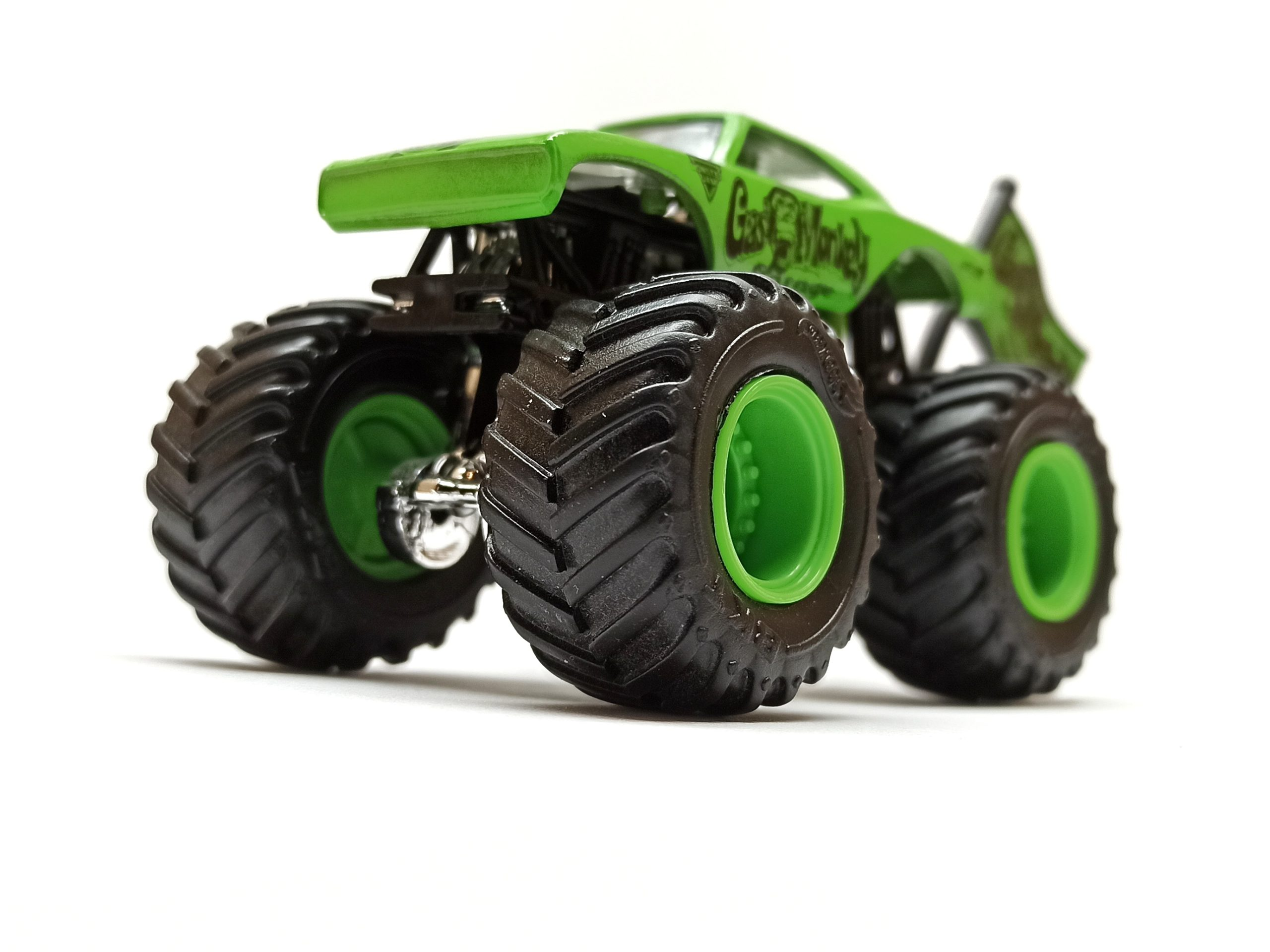 Hot Wheels Monster Jam Gas Monkey Garage 2017 Epic Editions (1/10) green side angle
