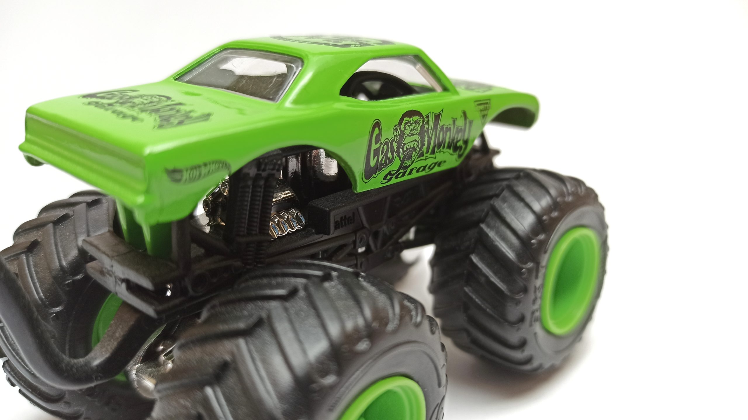 Hot Wheels Monster Jam Gas Monkey Garage 2017 Epic Editions (1/10) green top angle